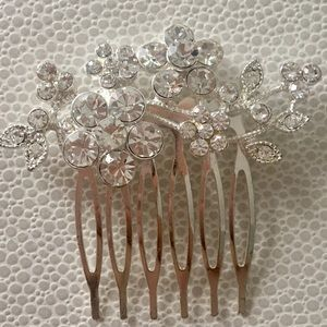 Accessories - Crystal flower hair comb brand new